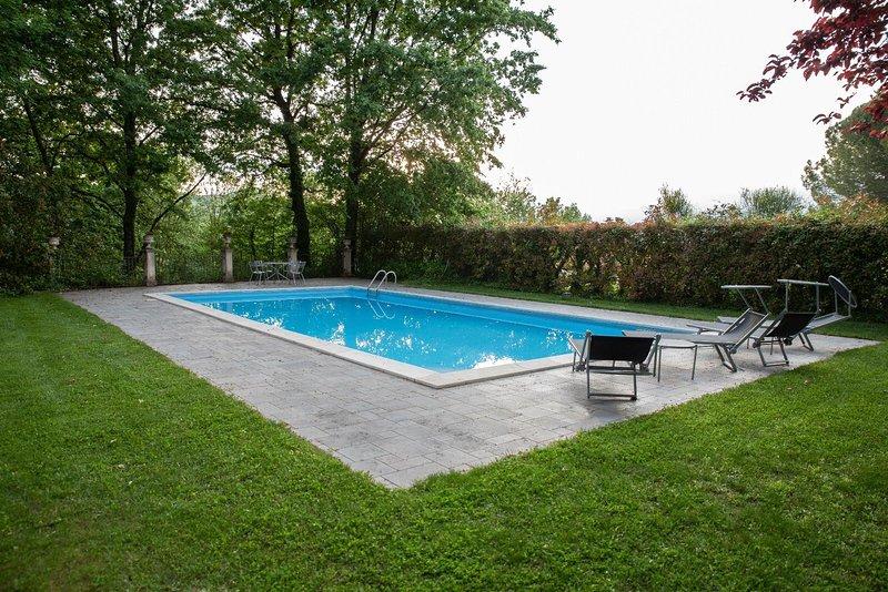 Amazing villa with swimming-pool, vacation rental in Pontelatone