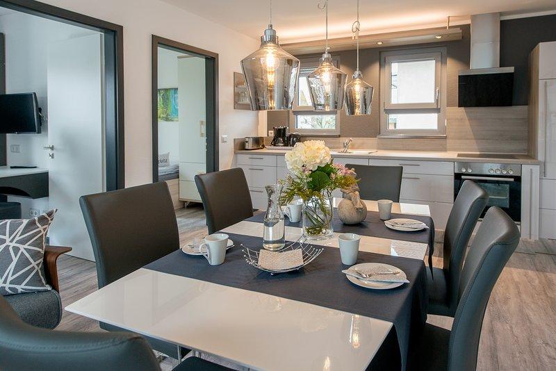 Gruppenurlaub für 10 Personen mit eigenen Schlafzimmern/Bädern - in Bensheim, holiday rental in Heppenheim