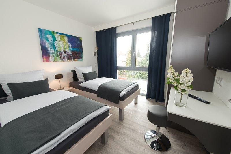 """Komfort-Wohnung """"Family-Loggia"""" - modern, neuwertig, ruhig und zentral gelegen, vacation rental in Gernsheim"""