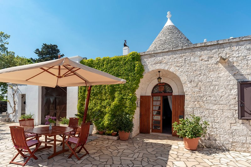 Charming Trullo in Puglia for 5 people, holiday rental in Macchia di Monte