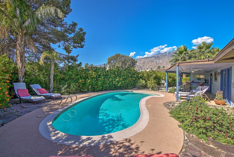 Look forward to a dreamy holiday at this superb Palm Springs property.