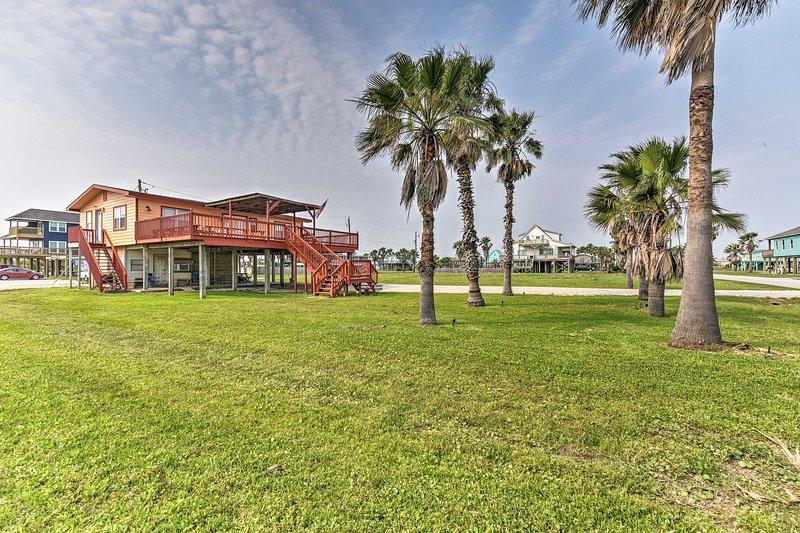 Surfside Beach Home w/Large Deck, 1 Block to Beach, alquiler vacacional en Brazoria