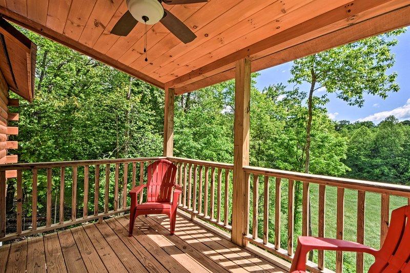 Cabin w/ Fire Pit - 8 Mi to Murphy River Walk, holiday rental in Culberson