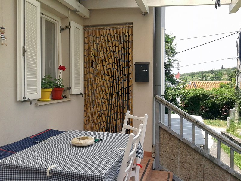 Comfy 2 Bedrooms Apt. with Terrace TE, casa vacanza a Secovlje