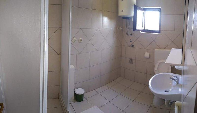 A5 (2 + 2): badkamer met toilet