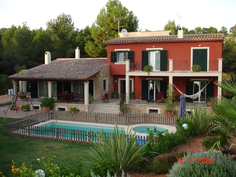 Amazing villa with swimming-pool, holiday rental in Santa Ponsa