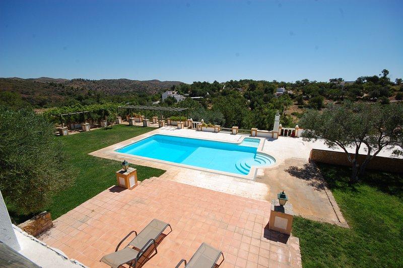 Big villa with swimming-pool & Wifi, vacation rental in Santa Catarina da Fonte do Bispo