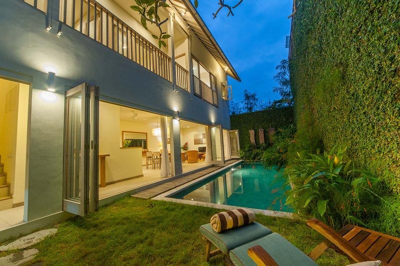 Cozy 3BR pool villa in central Jimbaran sleeps 5, vacation rental in Kuta Selatan