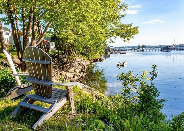 Snug Harbor: Historic Boothbay Harbor Cottage w/ Antique Decor, location de vacances à Bayville