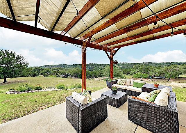 Hill Country Bliss w/ Panoramic Views -- Sprawling Backyard for Family Fun, vacation rental in Dripping Springs