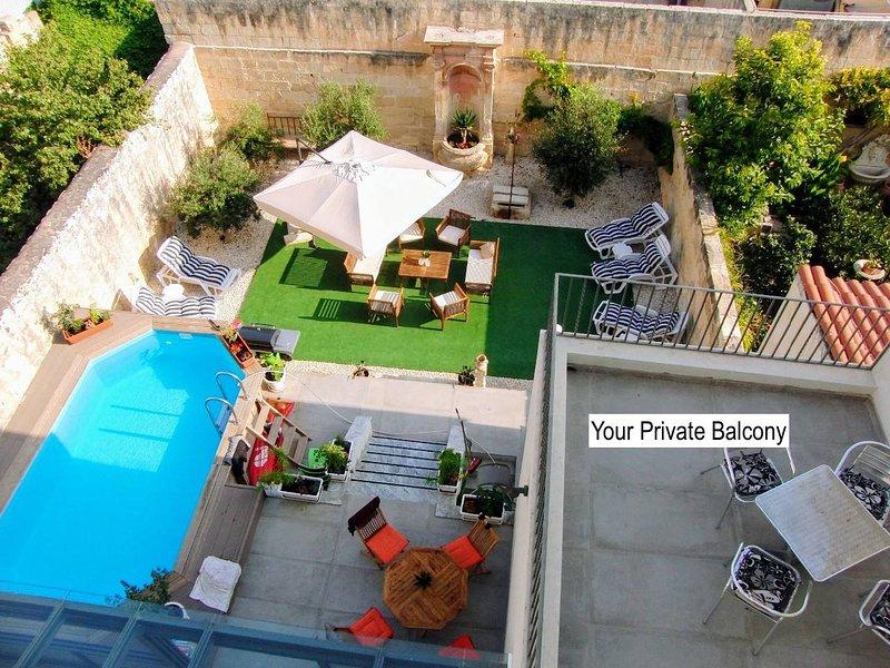 Arabic Bdrm in Villa W Pool, Garden & priv balcony, location de vacances à Il Gzira