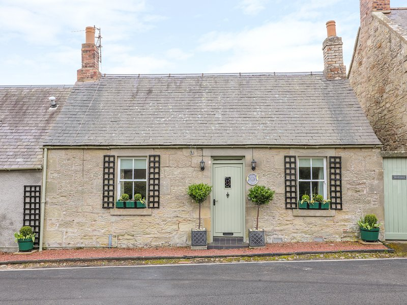IONA COTTAGE, pet-friendly, WiFi, near Duns, holiday rental in Duns
