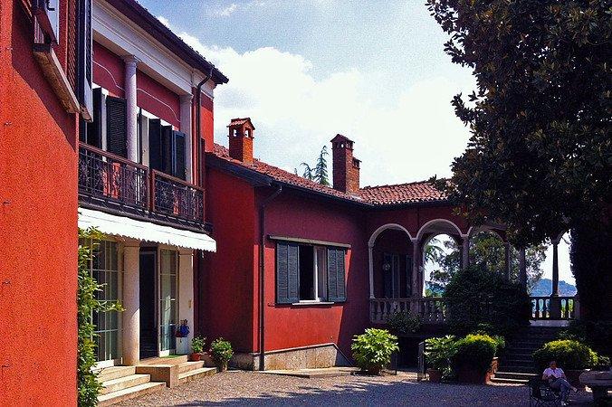 VILLA MAGNOLIA Lago Maggiore, holiday rental in Caravate