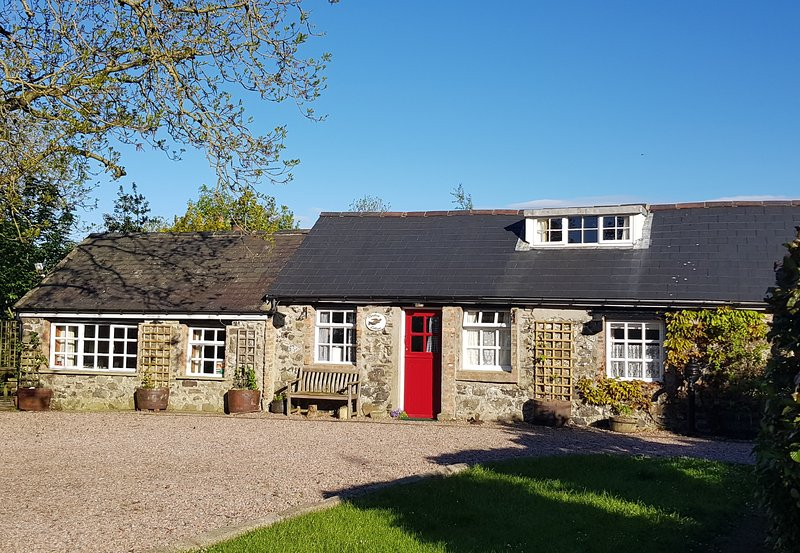 Swallow Cottage, set in quiet surroundings, the perfect place to unwind., holiday rental in Dervock