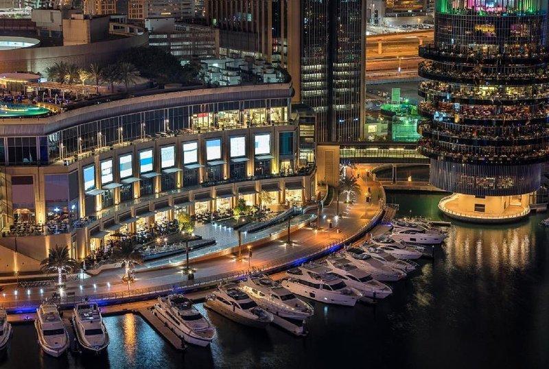 2BR With Balcony + Direct Elevator To Marina Walk, alquiler de vacaciones en Murqquab