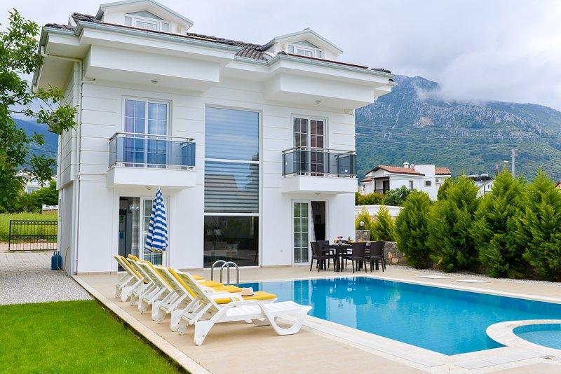 Luxury Private Villa Blue in Hisaronu With Swimming pool, Ferienwohnung in Ölüdeniz