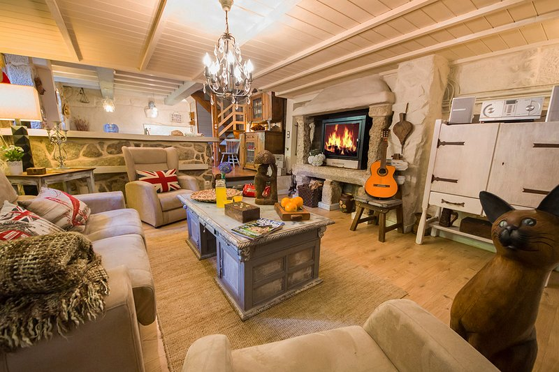 Rifrio Villa Sleeps 10 with Pool - 5794058, holiday rental in Cotobade