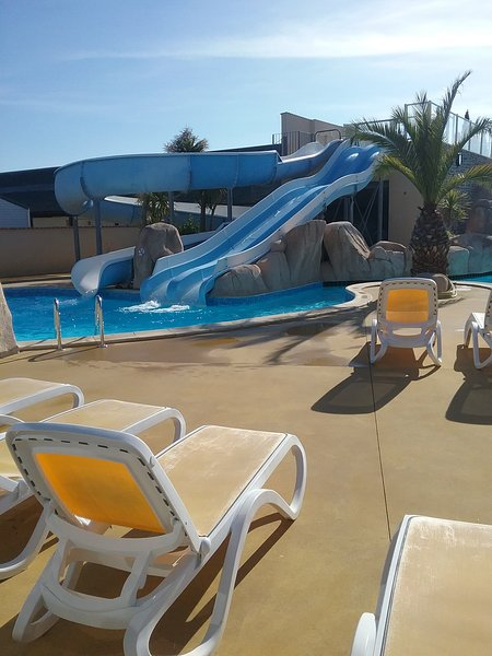 Location Mobil home a 5 minutes de la plage, holiday rental in Brehal