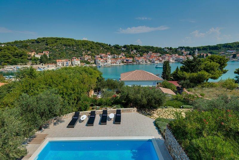 Prvic Luka Villa Sleeps 10 with Pool - 5789083, vacation rental in Prvic Sepurine