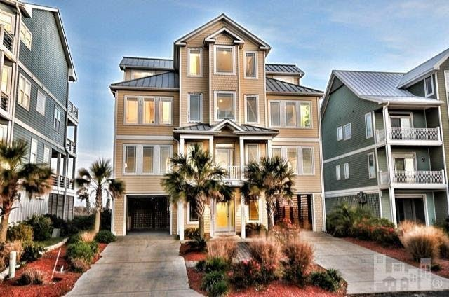 Ocean View Ln 104 Oceanfront!   Internet, Elevator, Jacuzzi, Fireplace, holiday rental in North Topsail Beach