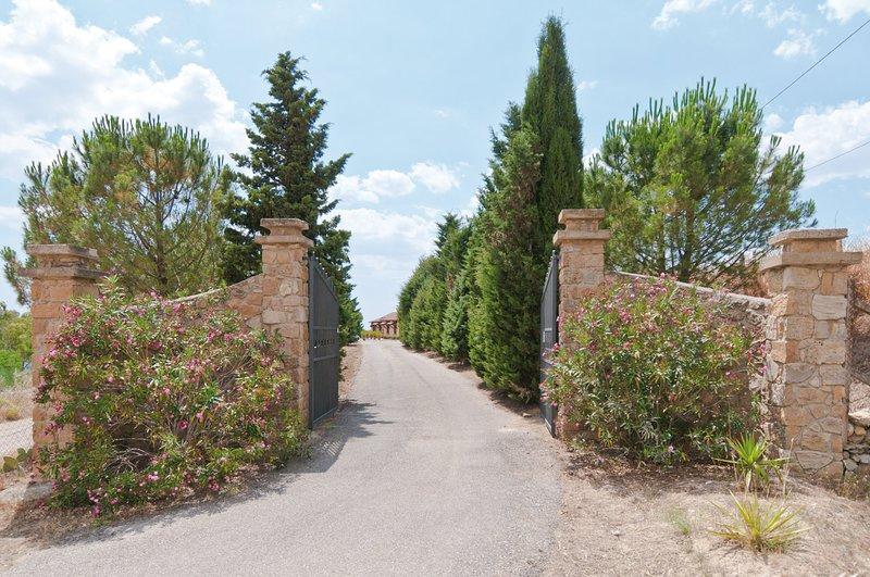 COUNTRY HOUSE: confortevole residenza circondata dal verde della campagna., holiday rental in San Nicola