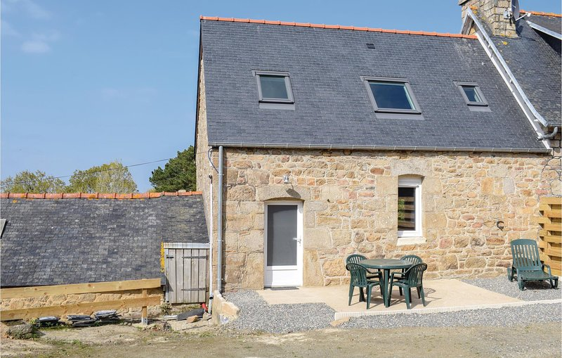 Stunning home in E-22710 Port Blanc Penvenan with 2 Bedrooms (FBC687), holiday rental in Trevou-Treguignec