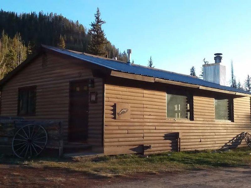 Riverside Cabin Retreat on Elk River in Clark,Co, holiday rental in Clark