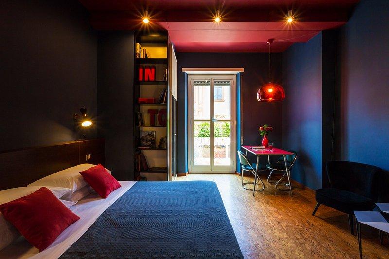 Rilassati con stile con un design scuro e rilassante - e la tua terrazza privata!