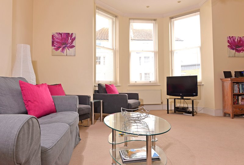 Cavendish Apartment Close To Beach, Cafes and All That is Great About Eastbourne, vacation rental in East Dean