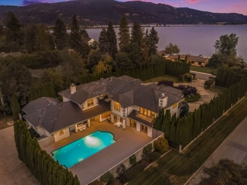 Newport Plums Estate - Great Home On The Lake With Pool in Downtown Sandpoint, holiday rental in Ponderay