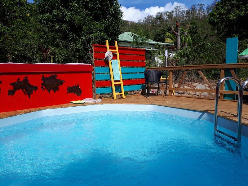 A piscina e o seu deck