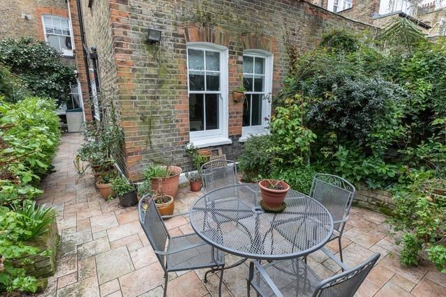 2 Bed Flat with Garden next to Battersea Park!, location de vacances à Londres