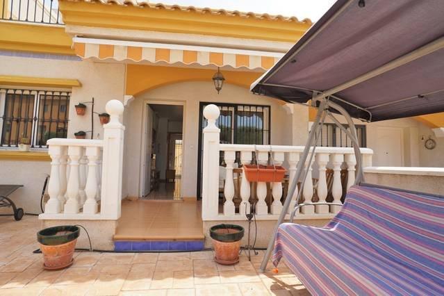 307 ~ 2 bed Villa overlooking pool, location de vacances à El Chaparral
