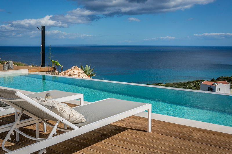 Luxury Villa Ilia with breathtaking sea views, holiday rental in Skala