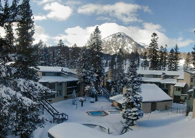 St. Anton #77 Steps to Canyon Lodge/Lifts. Nice condo Chalet in Mammoth Lakes