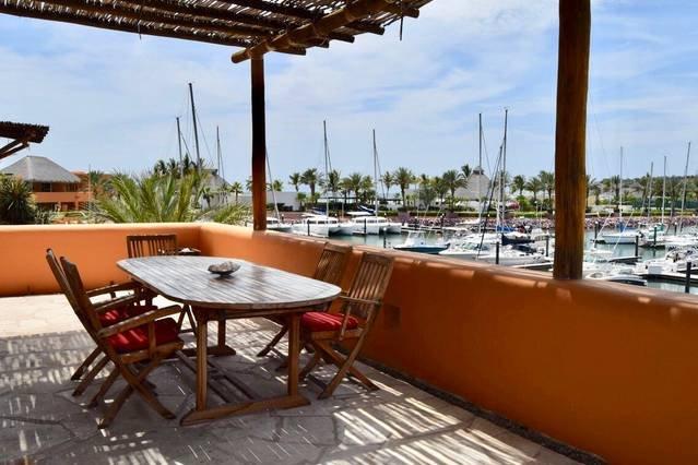 2 Couples choice!  beach club + gym + restaurants, vacation rental in La Paz