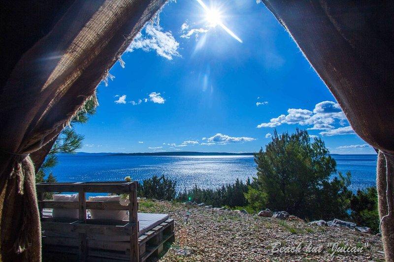 Beach Hut Julian (Seaview) + Free shuttle, Ferienwohnung in Humac