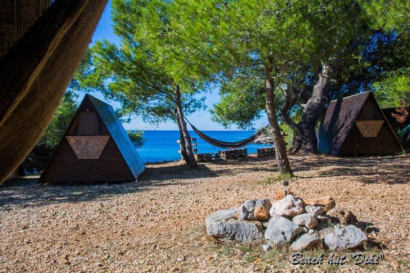 Beach Hut Diki (Garden view) + free shuttle, Ferienwohnung in Humac
