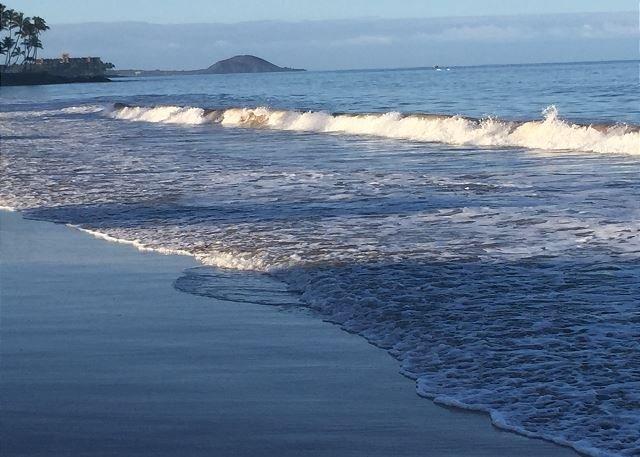 White sandy beach is a 5-minute walk from Maui Vista