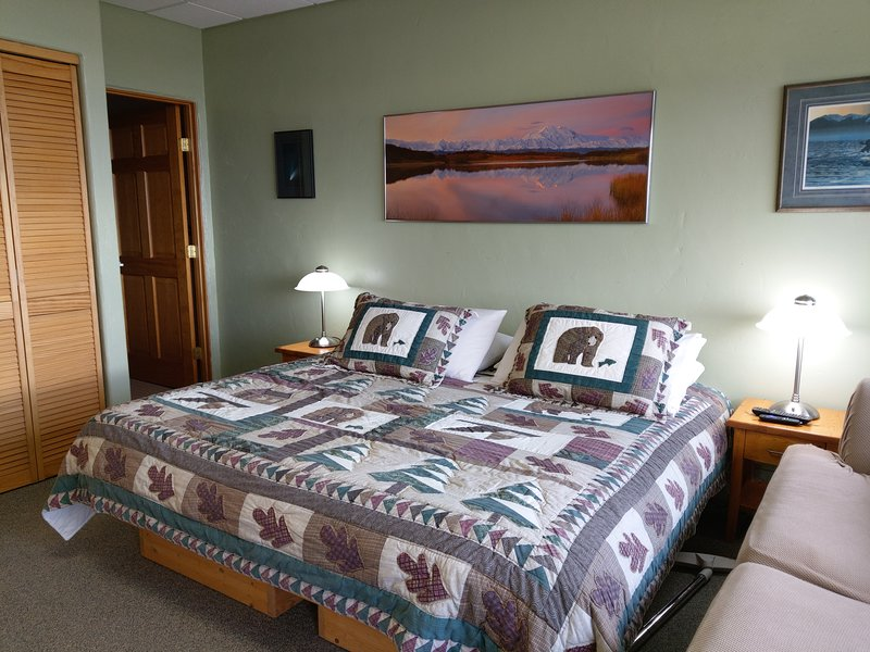 Kindness - Room w/a view, Perfect for the mobility challenged, location de vacances à Fritz Creek