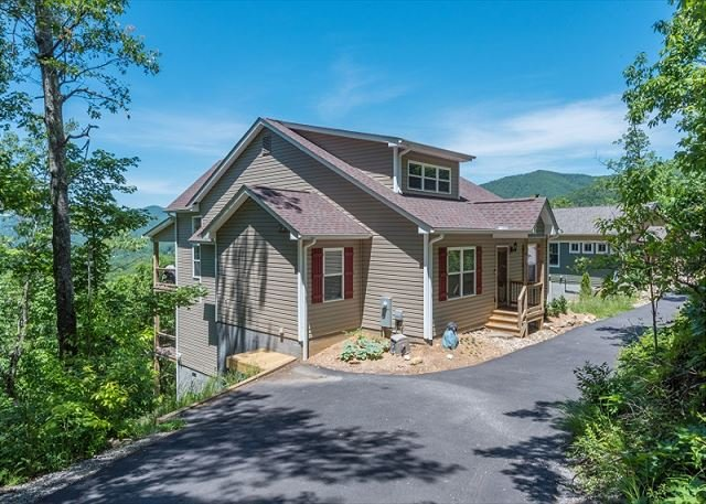 Almost Bearadise | Brand New 5 Bedroom Home with VIEWS, holiday rental in Ridgecrest