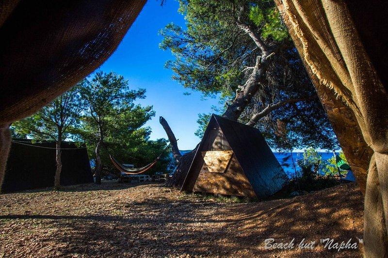 Beach Hut Napha (Garden view) + free shuttle, Ferienwohnung in Humac