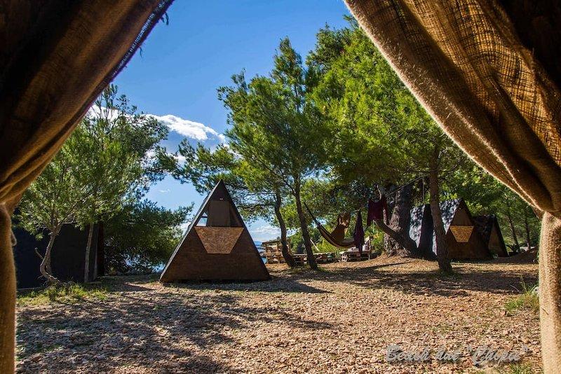 Beach Hut Chipie (Garden view) + Free shuttle, holiday rental in Zavala