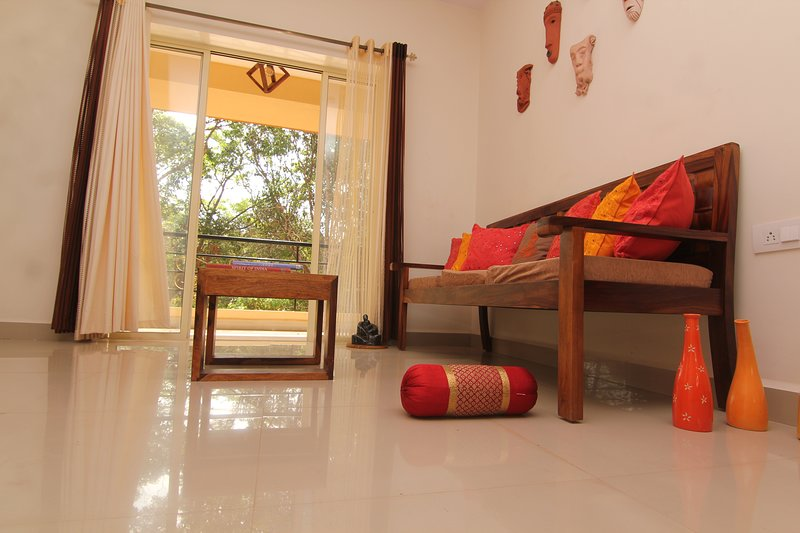 Cozy, sunlit & well equipped wi-fi getaway, Ferienwohnung in Mapusa