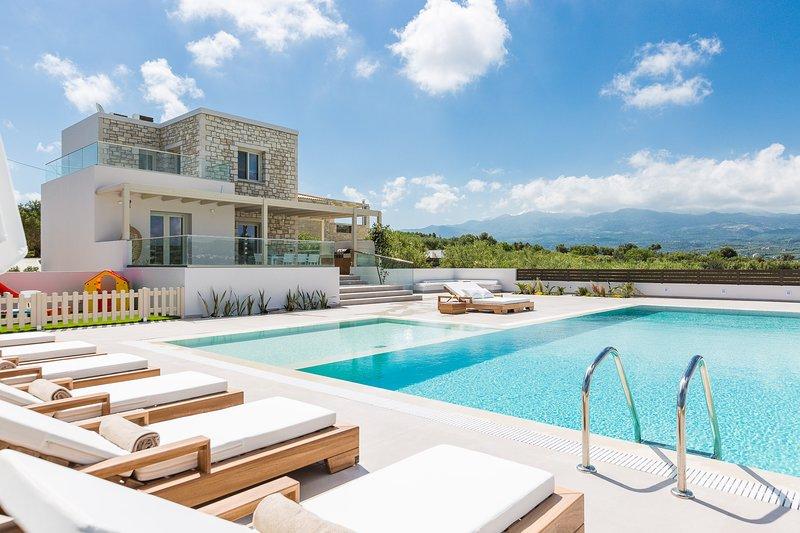 Rosmerta Villa, Chic & Prestigious!, holiday rental in Achlades