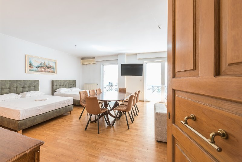 Athens Empire Paradise Apartment, holiday rental in Kaisariani