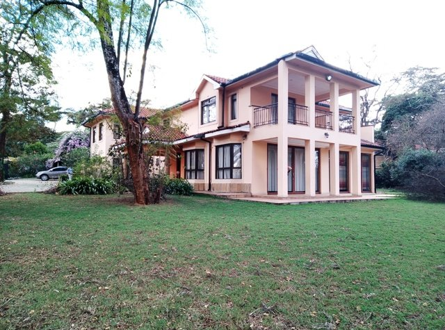 Fully Furnished Maisonette on Half an acre within a gated community, holiday rental in Nairobi