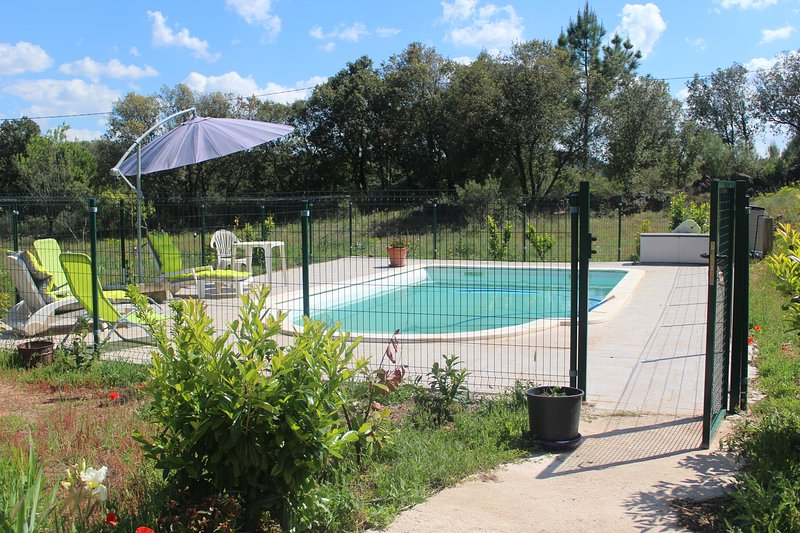 Amazing villa with swimming-pool, location de vacances à Bedarieux
