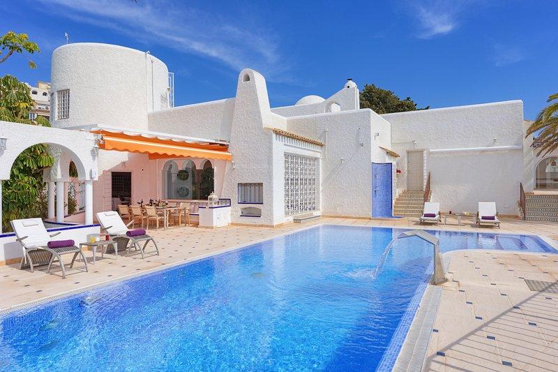 Platja del Paradis Villa Sleeps 6 with Pool and Air Con - 5740473, casa vacanza a Villajoyosa