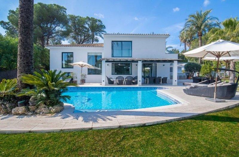 Villa Palmas y Sol, holiday rental in Igualeja